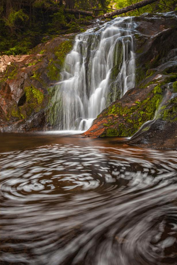 chute d'eau avec vortex